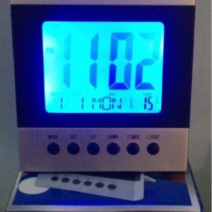 Ceas de masa electronic cu iluminare ecran